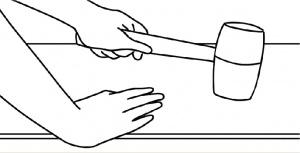 pemasangan lantai vinyl langkah 5 pasang tekan dengan palu karet